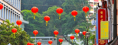 F-Lanterns-in-Chinatown,-Singapore-Chasing-Places