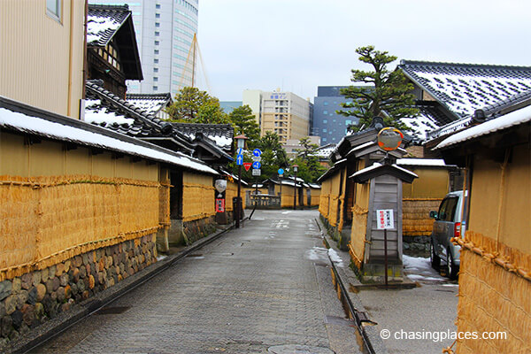 Wlaking through Kanazawa's samurai district