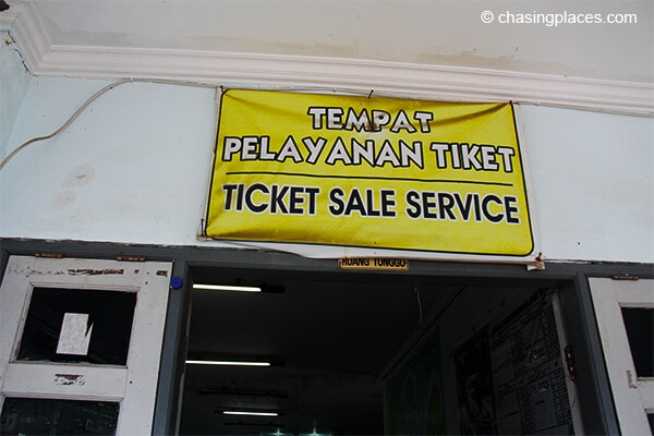 The entrance to Bangsal's ferry ticket office