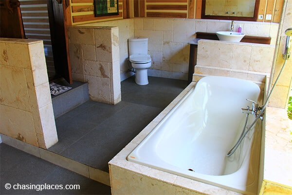 Rinjani Lodge's private outdoor bathrooms are some of the nicest we have seen anywhere